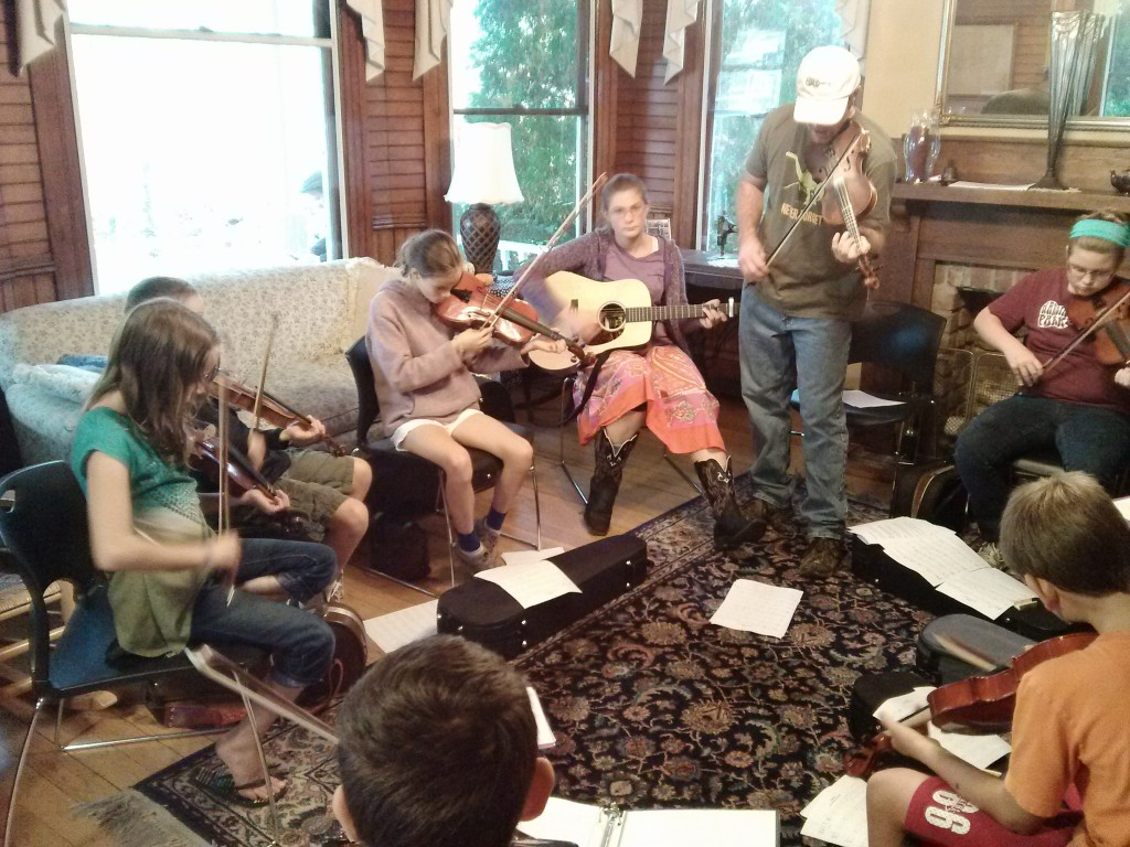 Online Fiddle Lessons!  BluegrassDaddy.com is your best source for Bluegrass, Old-Time, Celtic, Gospel, and Country fiddle lessons!